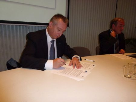 Maurice Barbieri signs the Brussels Geoskills Plus Declaration