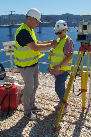 Pelješac (HR) : A woman chief geodetic engineer in charge of impressive control works